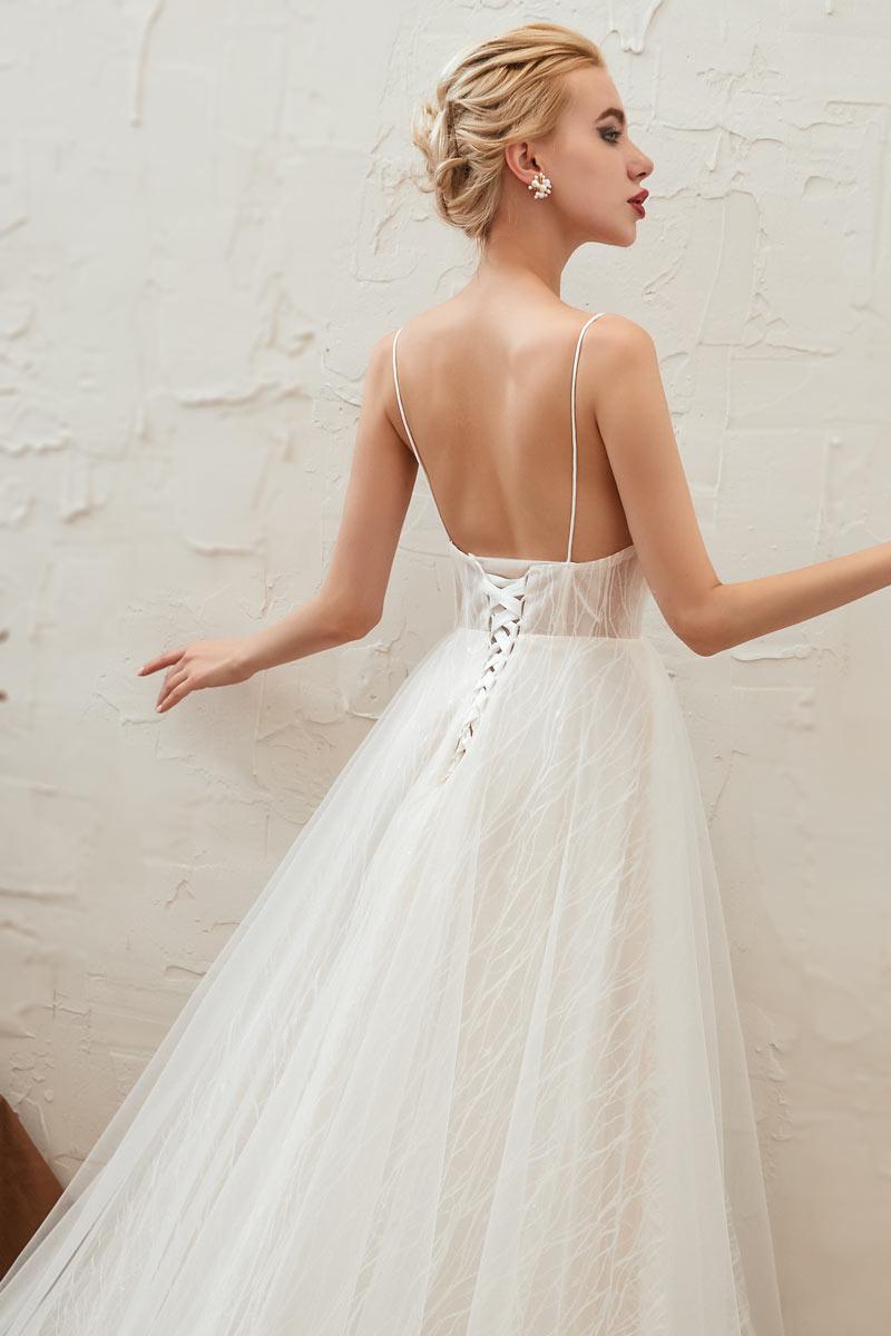 robe de mariée en dentelle dos ouvert avec bretelle fine
