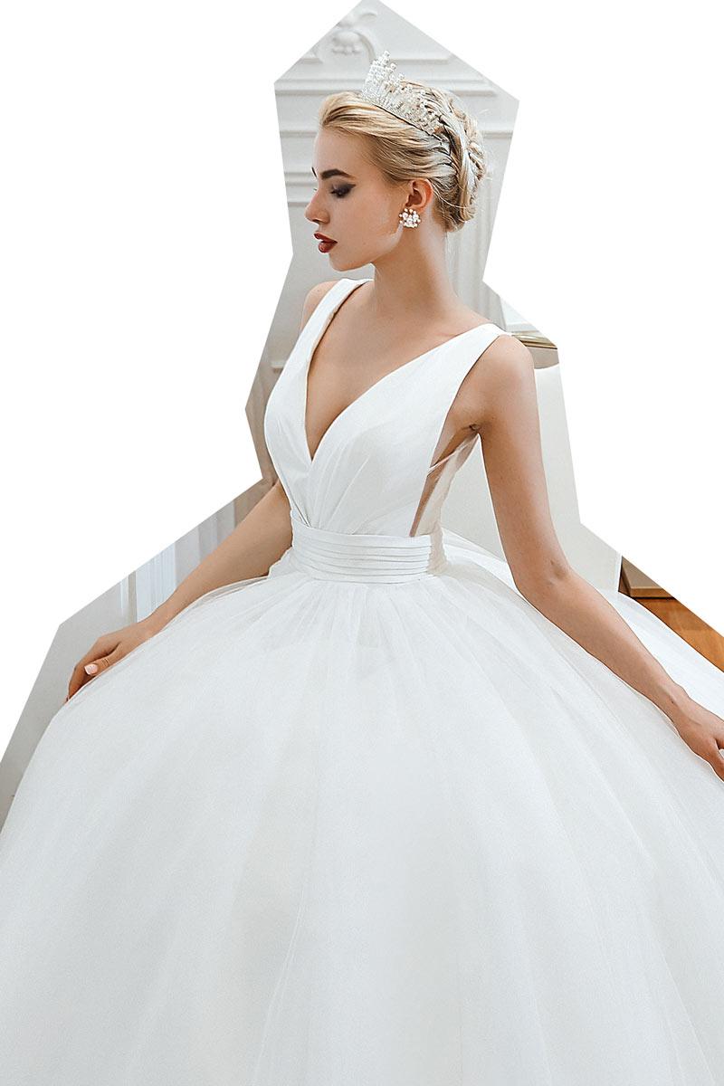 robe de mariée princesse simple col v plongeant taille drapé