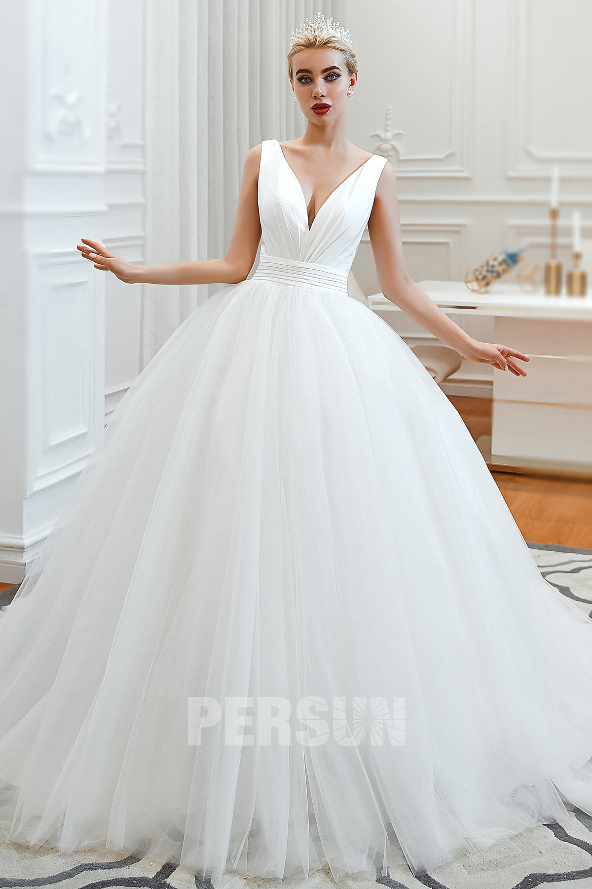 robe de mariée simple princesse col v