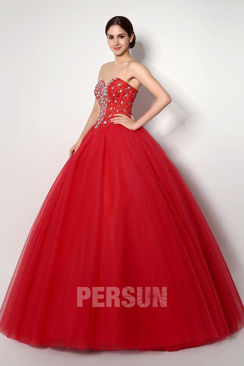 robe de bal rouge princesse bustier coeur corsage ornée de bijoux exquis