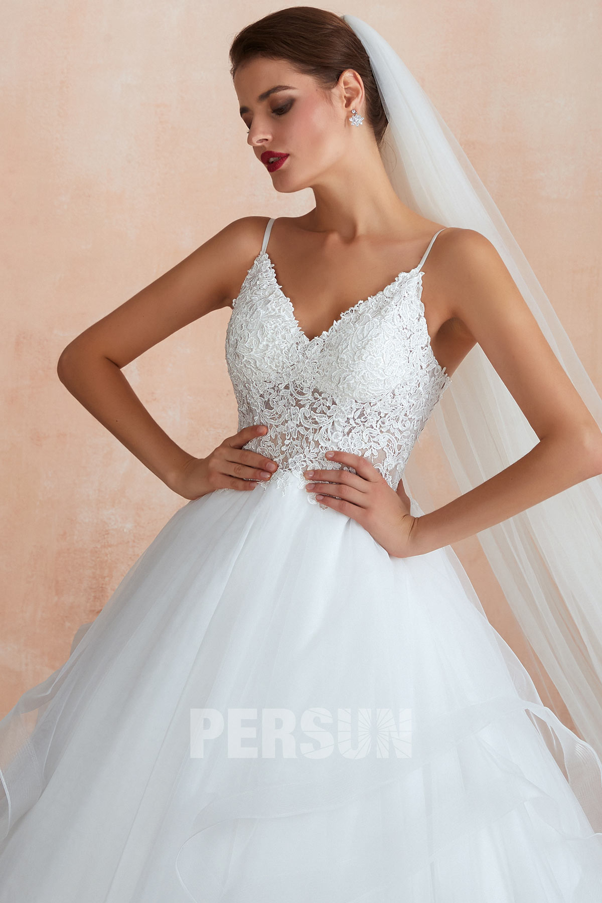 robe de mariée 2020 princesse haut en dentelle transparente col v et jupe à volant