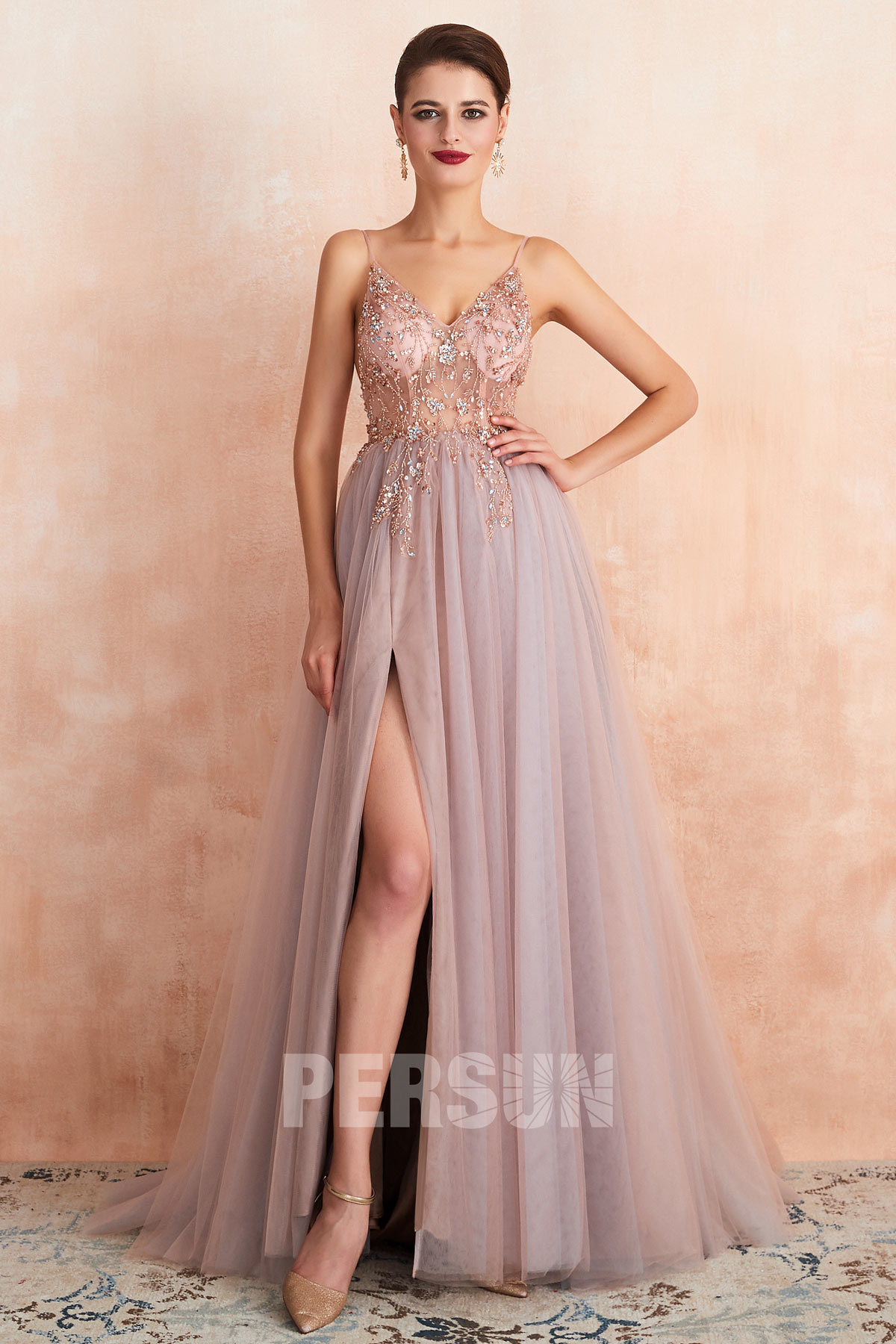 robe de soirée sexy longue fendue rose parme haut transparent ornée de bijoux exquis à bretelle fine