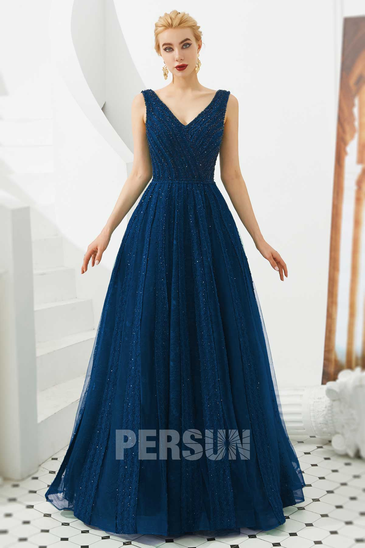 robe de bal bleu classique col v en dentelle embelli de strass