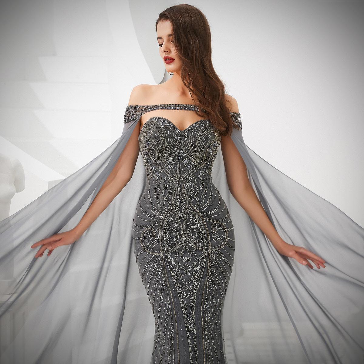 robe habillée longue gris foncé brodée de bijoux