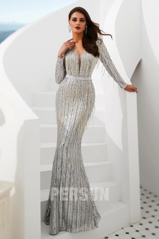robe de bal sirène en paillettes argenté col v plongeant embelli de frange manche longue