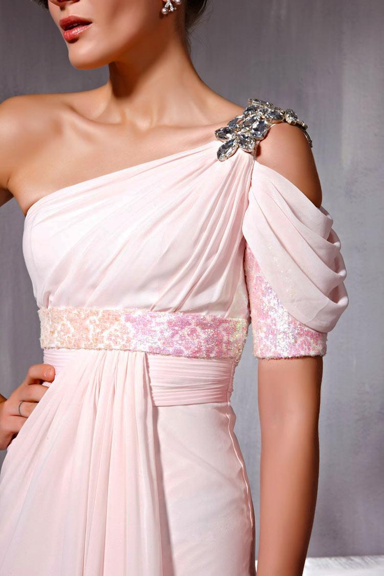 Robe rose de femme habillée style asymétrique