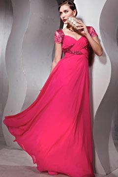 Robe de soirée rouge ornée de bijoux en mousseline de soie à encolure décolletée en coeur aux manches courtes