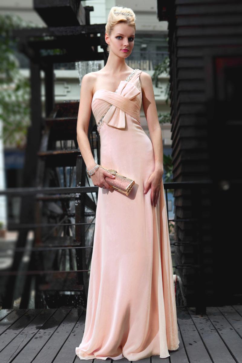 Robe de cérémonie longue asymétrique en mousseline rose perle avec un gros noeud papillon