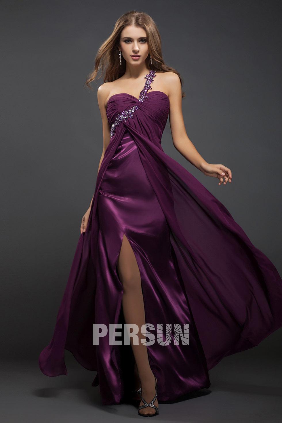 tenue robe de soirée fendue violette pantone