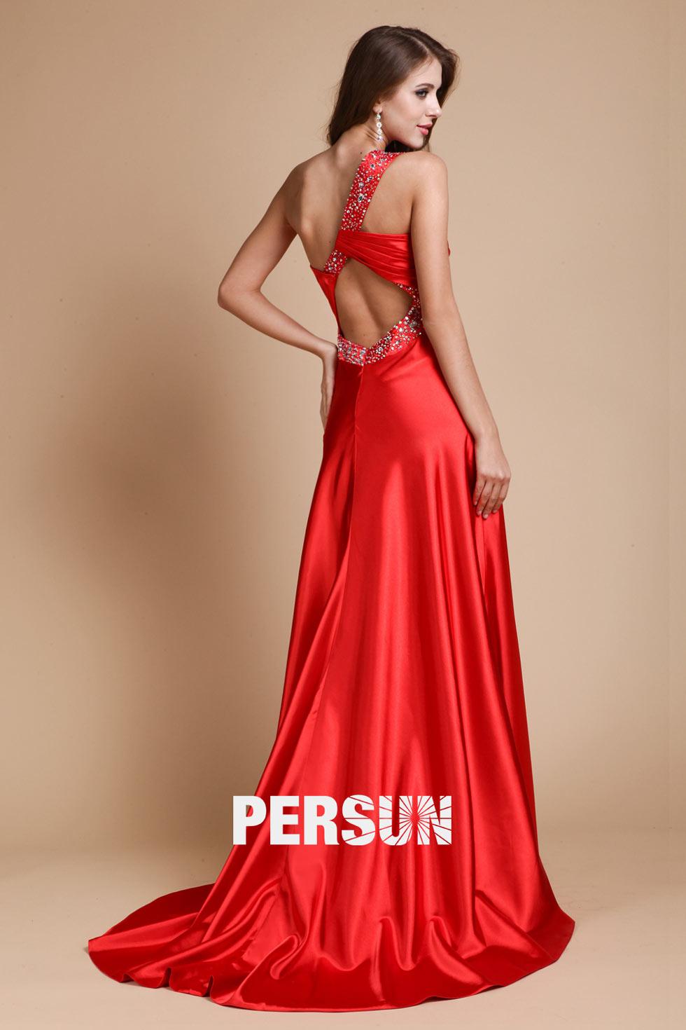 Robe longue rouge asymétrique ornée de strass dos nu