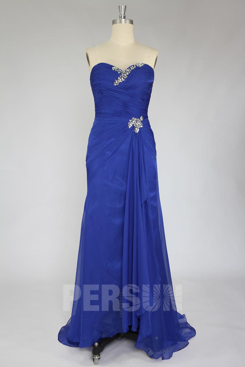Robe de bal bleue bustier bustier coeur ornée de bijoux avec fente frontale