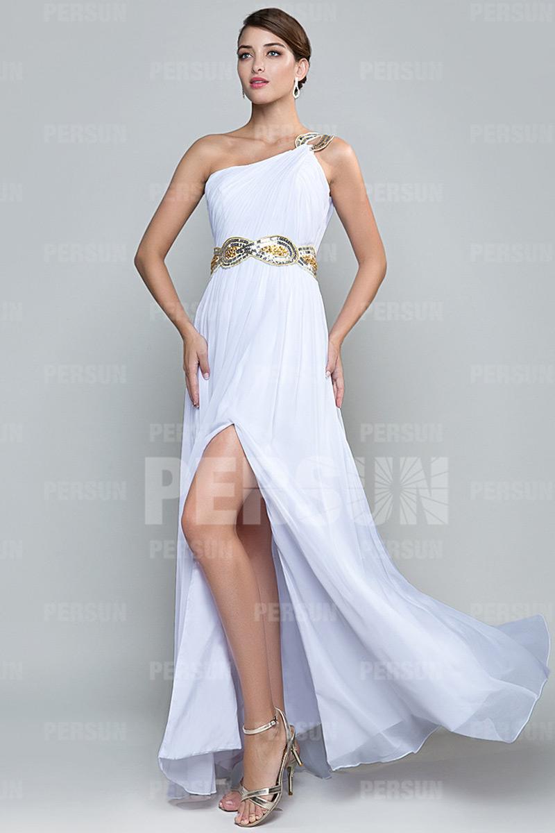 robe de soirée fendue encolure asymétrique en mousseline blanche
