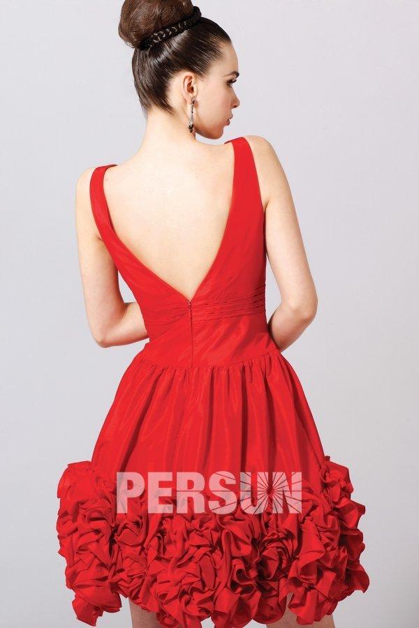 robe courte en taffetas rouge ornée de fleurs fait-main