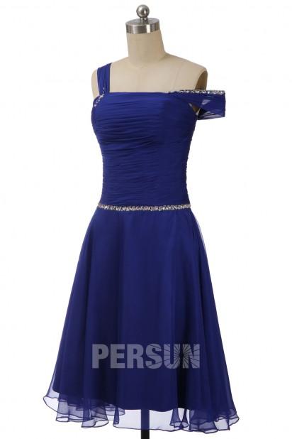 Robe de cocktail Tencel bleu roi encolure asymétrique avec une manche tombante