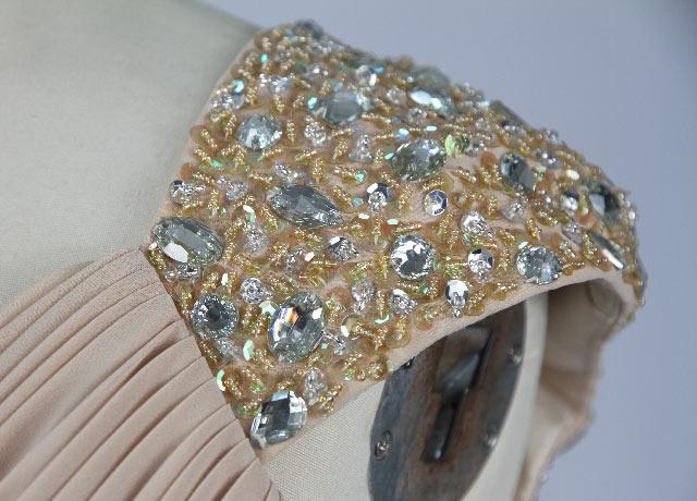 robe courte pour mariage épaule orné de bijoux brillants