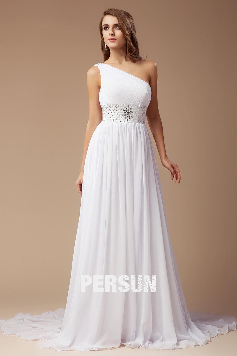 robe mariée simple décolleté asymétrique Ligne A ornée de strass