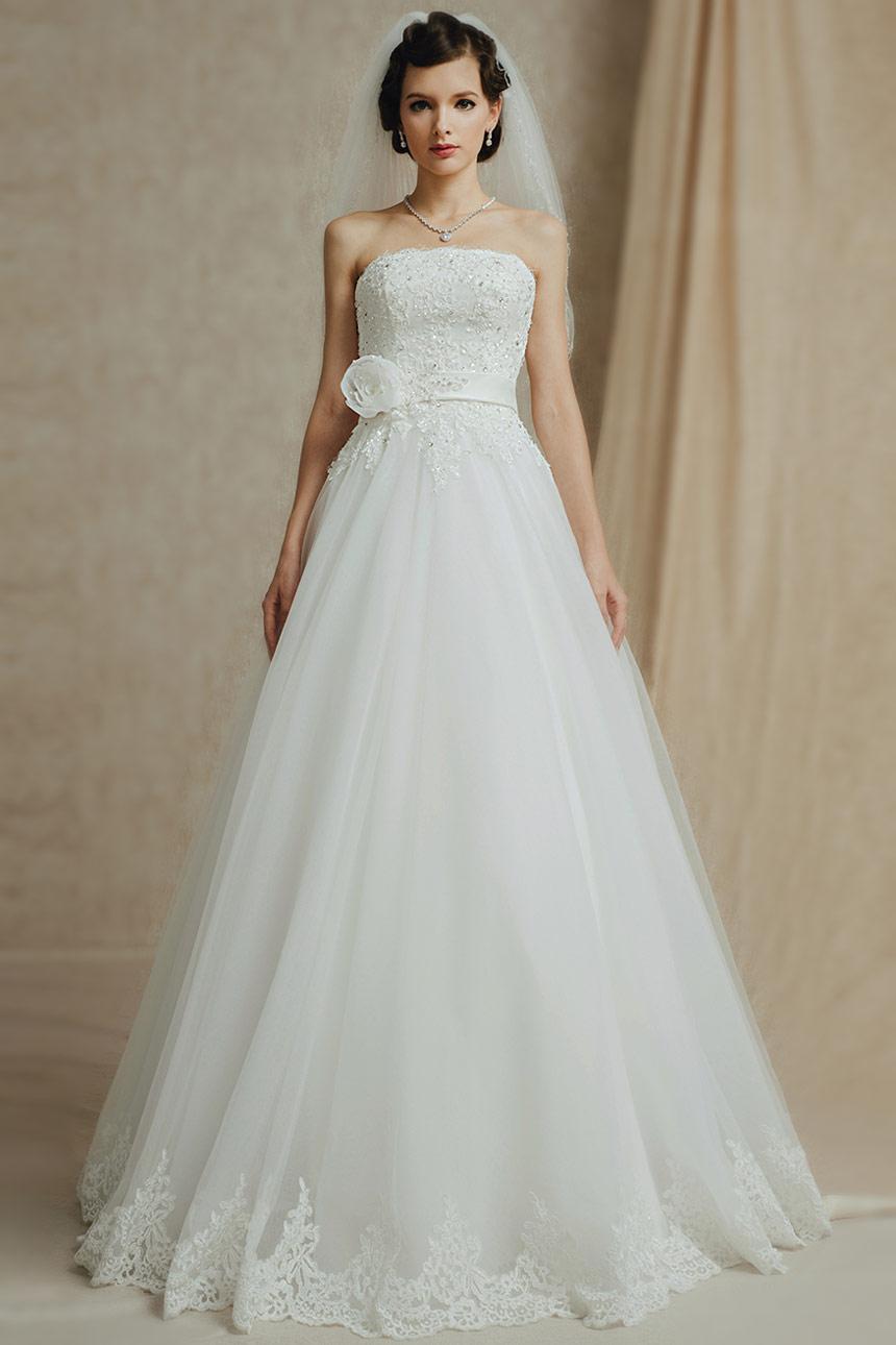 robe de mariée princesse bustier droit appliquée de dentelle