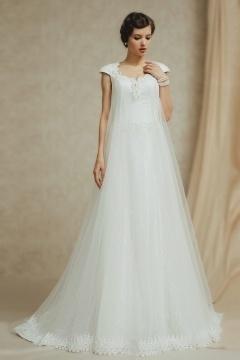 Robe de mariée moderne à joli décolleté cœur incrusté de perles