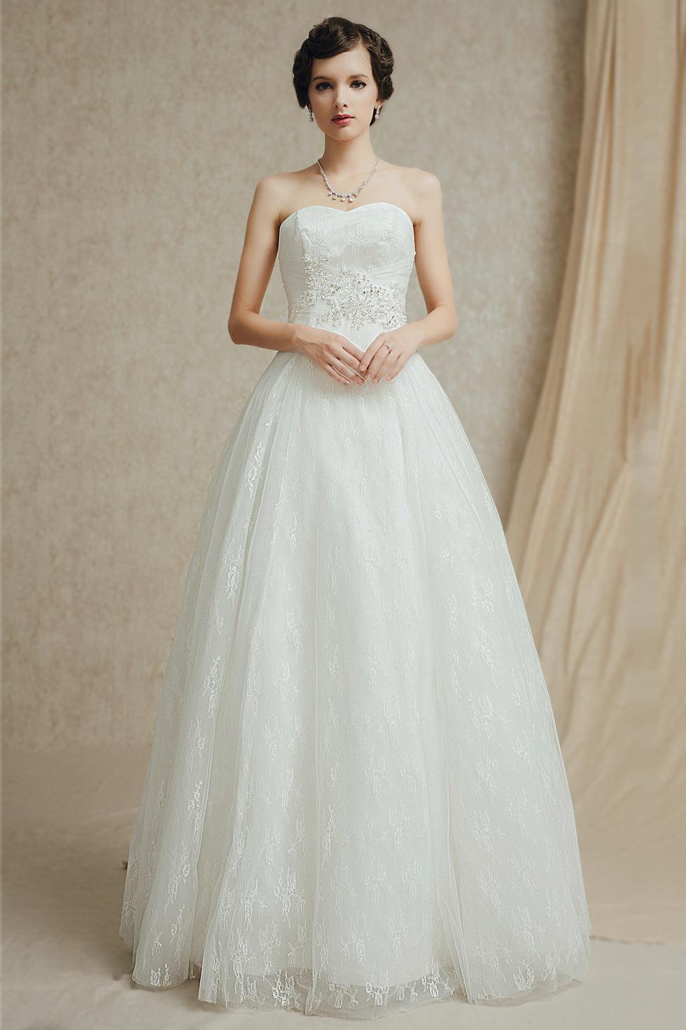 17b3a65bed1 Robe de mariage forme trapèze bustier cœur à traîne détachable ...