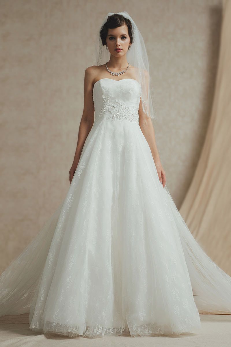 robe de mariée trapèze bustier coeur en dentelle avec traîne détachable