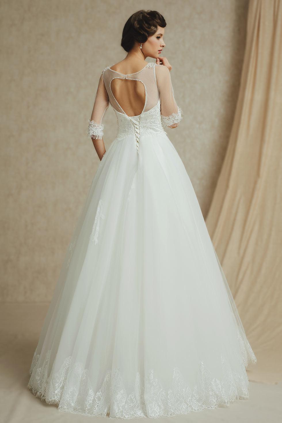 robe de mariée avec manches courtes en dentelle appliquée dos découpé