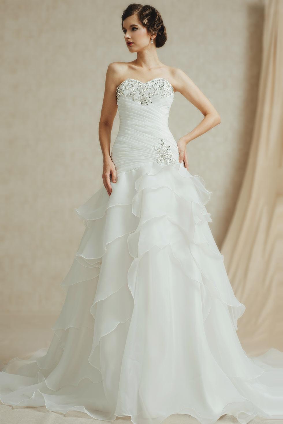 robe de mariée sirène bustier coeur ornée de strass jupe froufrou à volant