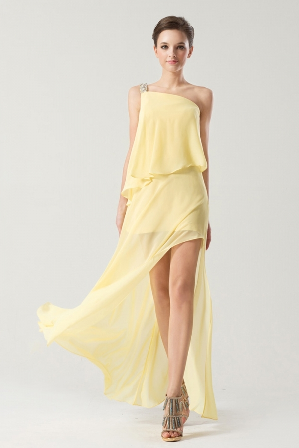 robe cocktail jaune fendue col asymétrique