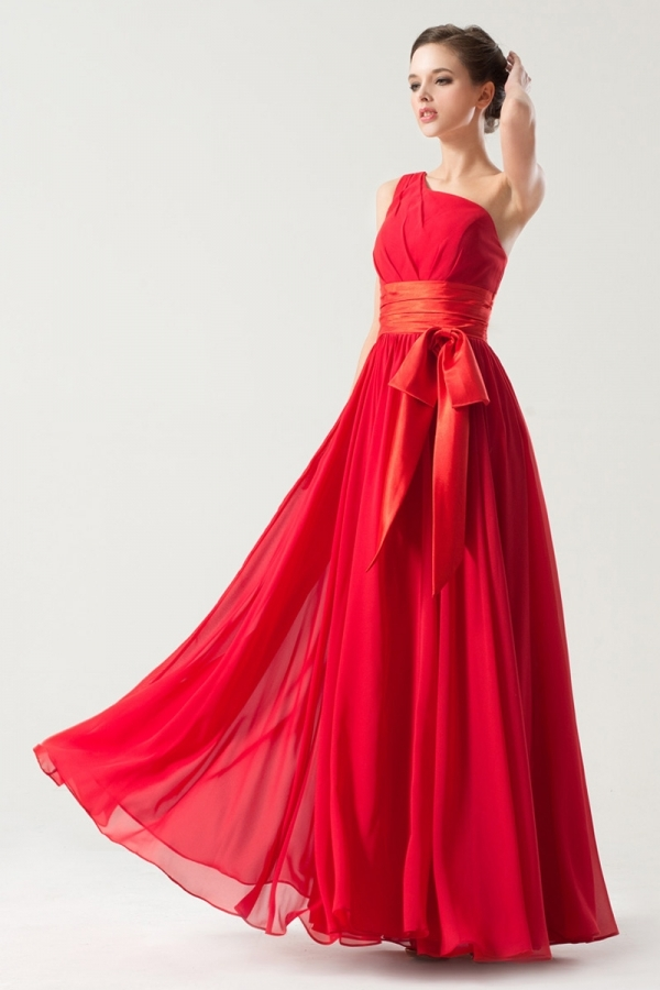 Robe rouge asymétrique plissée taille empire longue sol