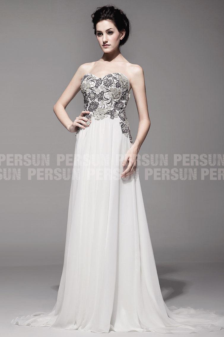 robe pour pour mariage ornée de broderies bustier coeur