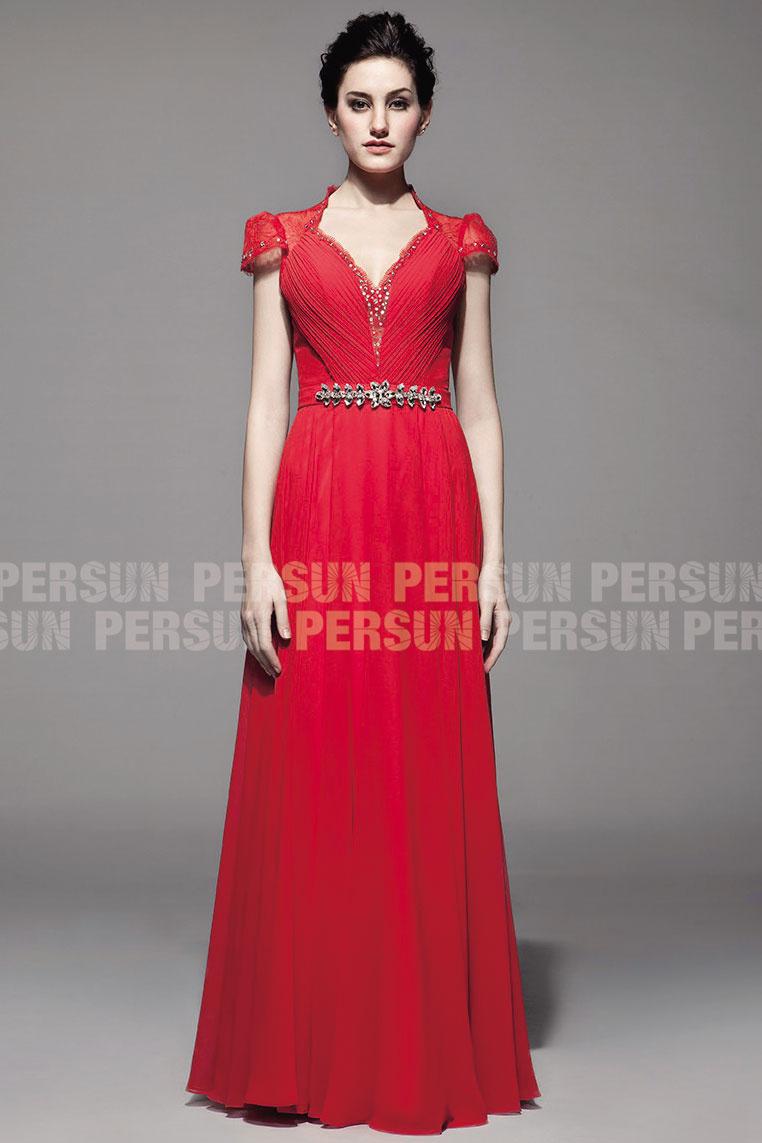 Elégante robe rouge bustier plissée à mancherons