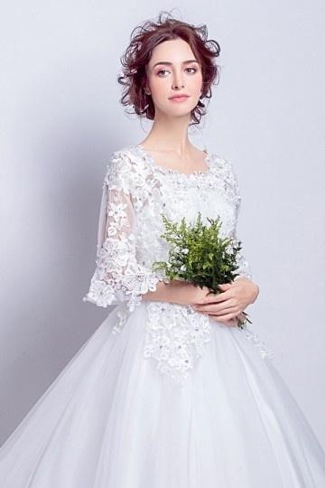 Robe de mariée princesse avec manches courtes en guipure