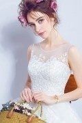Robe mariée princesse romantique à bustier appliqué de guipure