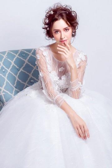 robe de mariée avec manche fleurie princesse