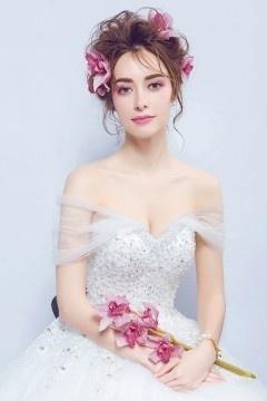 Robe de mariée princesse à bustier coeur appliqué de guipure fils argentés
