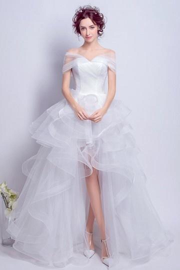 Bohème robe de mariée courte devant longue derrière épaule découverte