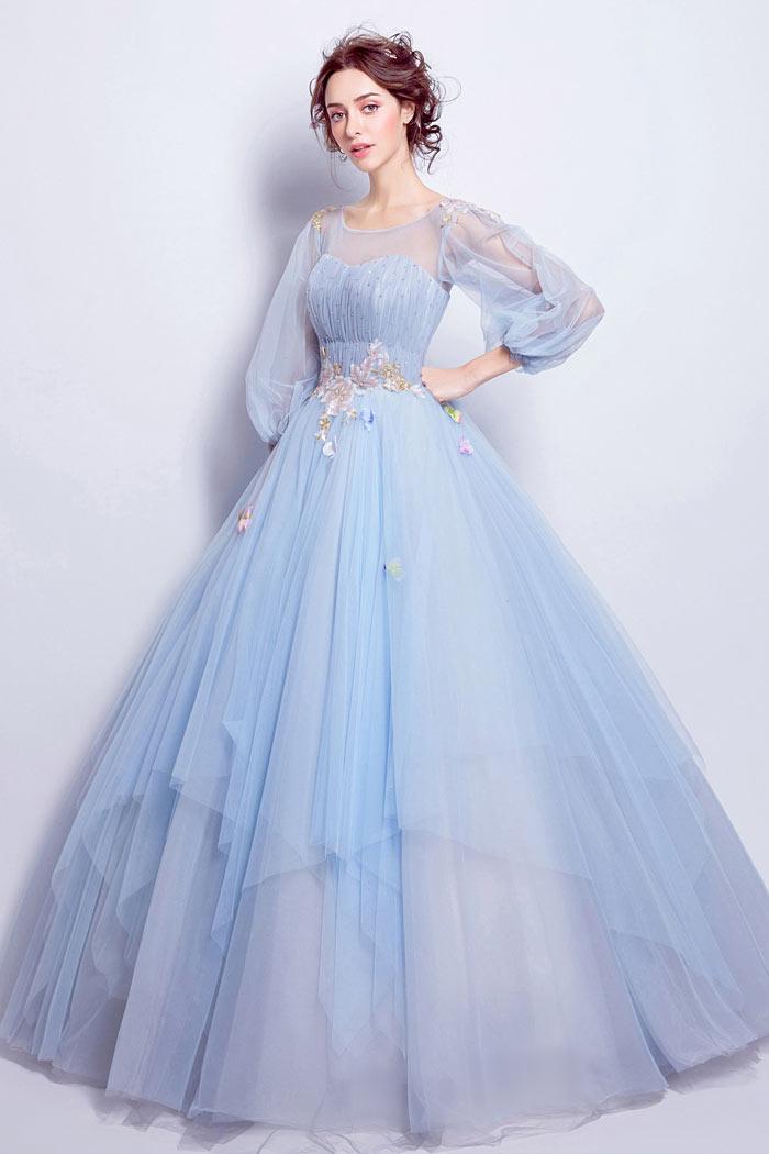 robe de mariée princesse bleu fantaisie col illusion embelli de sequin et de fleurs à manches longue