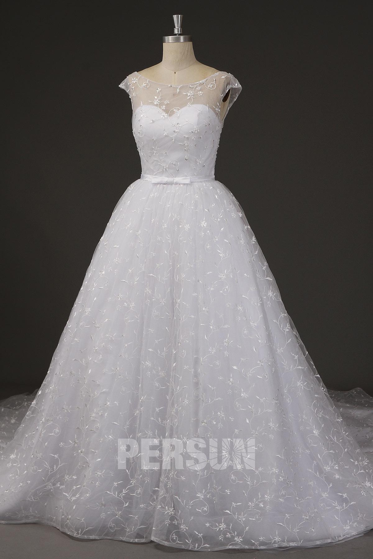 robe de mari.e princesse col illusion mancheron ornée applique floral avec traîne chapelle