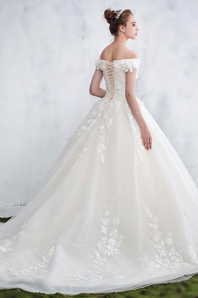 Robe mariée princesse avec longue traîne Chapelle