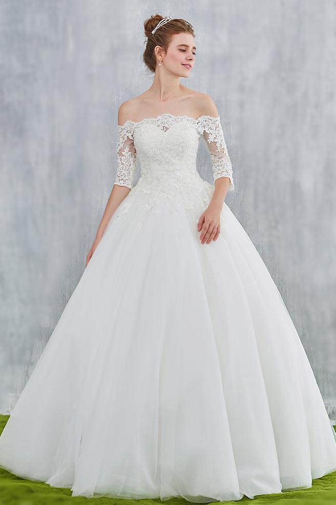 robe de mariée princesse col bardot haut en dentelle avec manche courte