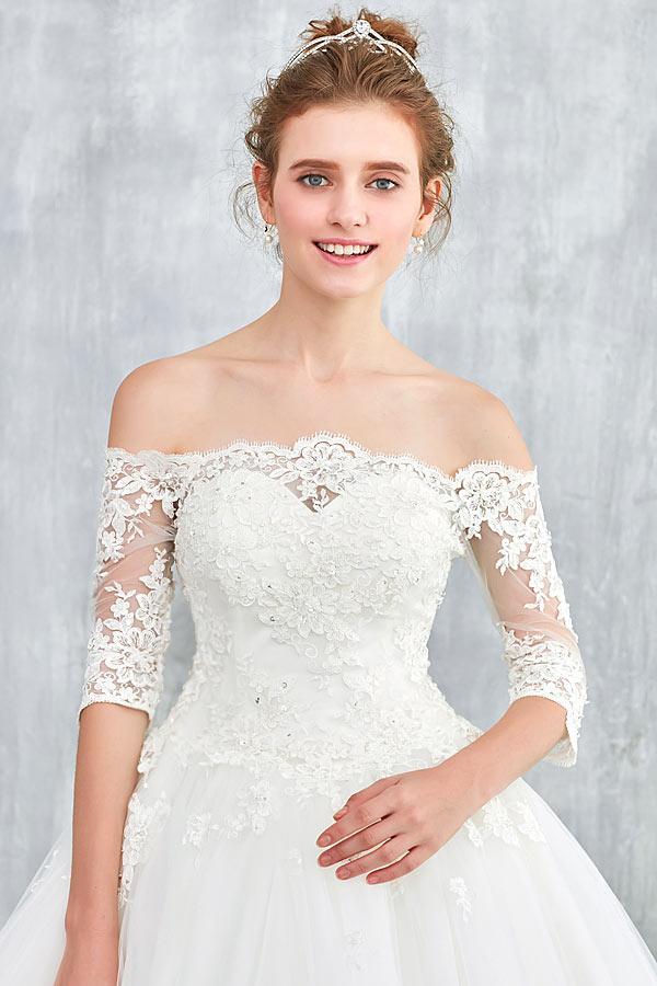 robe de mariée vintage col bardot à manches courte en dentelle appliquée