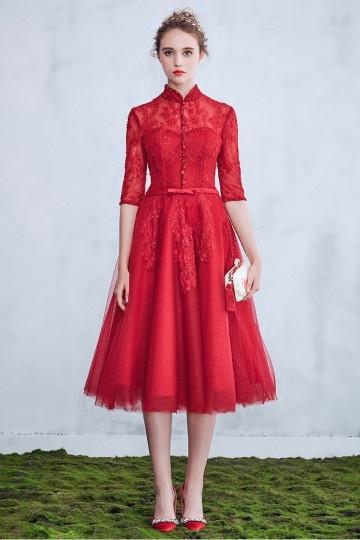 Robe de mariée rouge foncé modeste mi longue avec manches & col monant