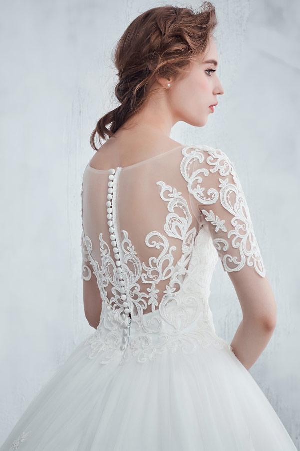 robe de mariée princesse à manches courte appliquée de dentelle guipure