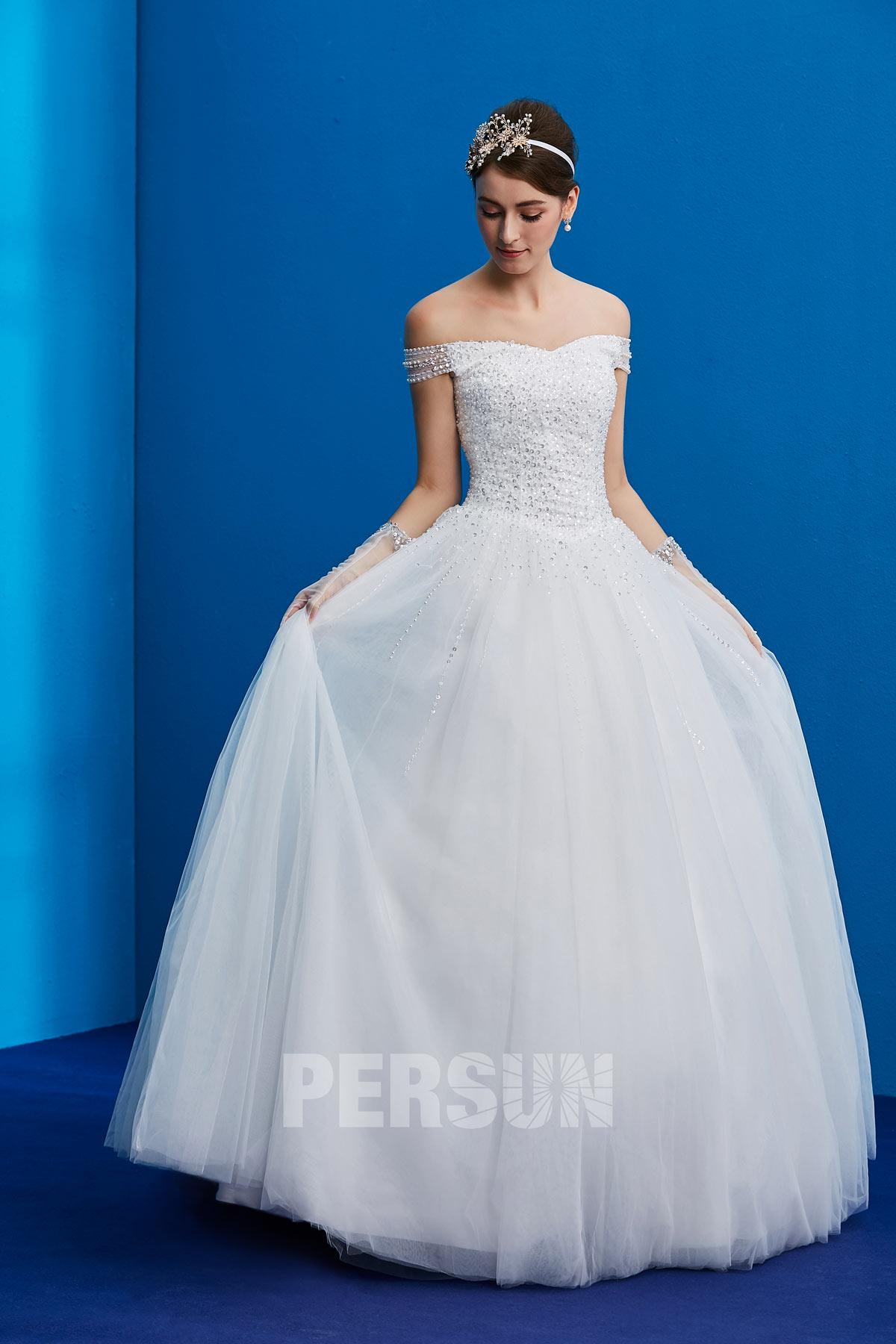 robe de mariée princesse col bardot embelli de sequins et perles