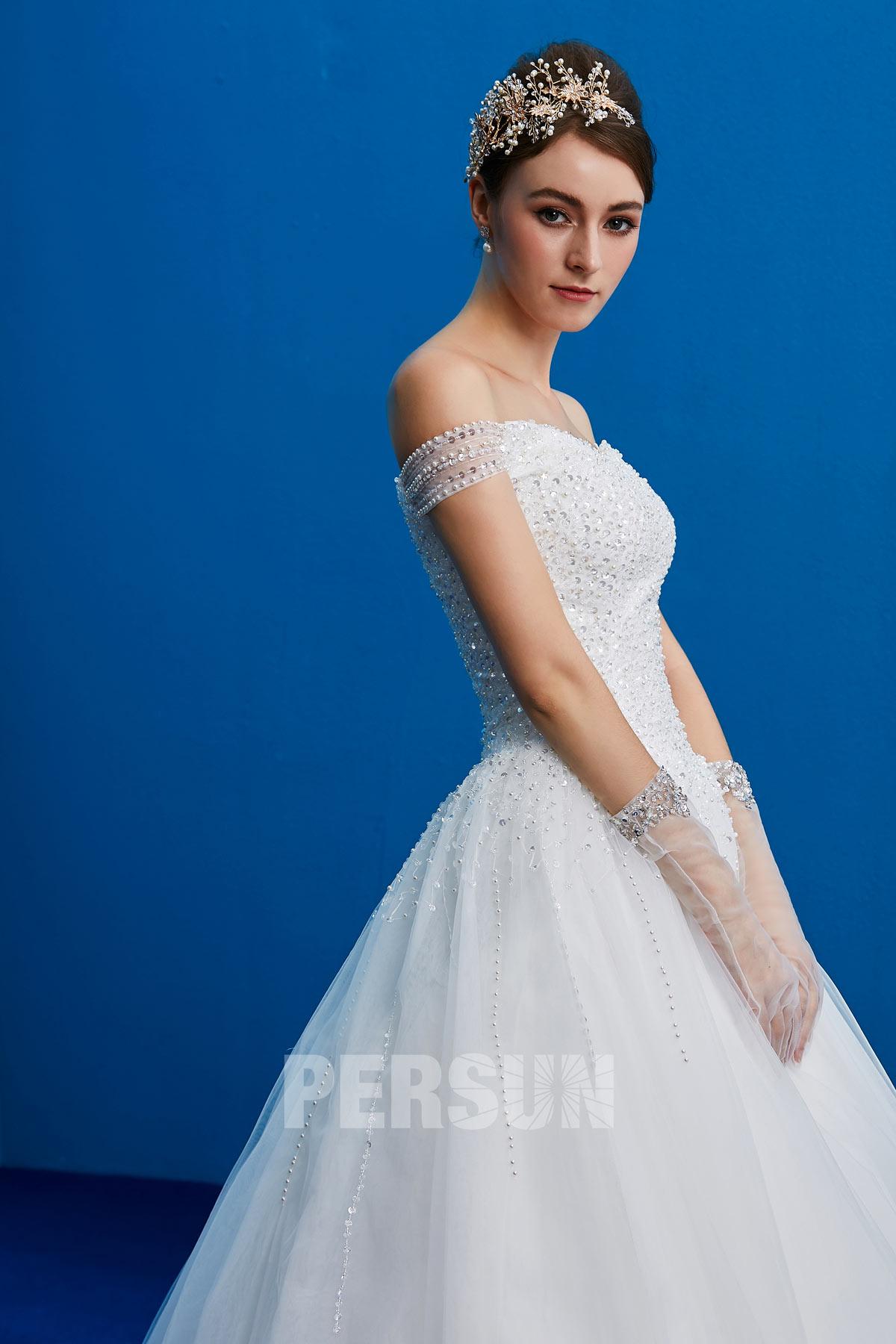 robe de mariée princesse épaule dénudée bustier ornée de sequins et de perles
