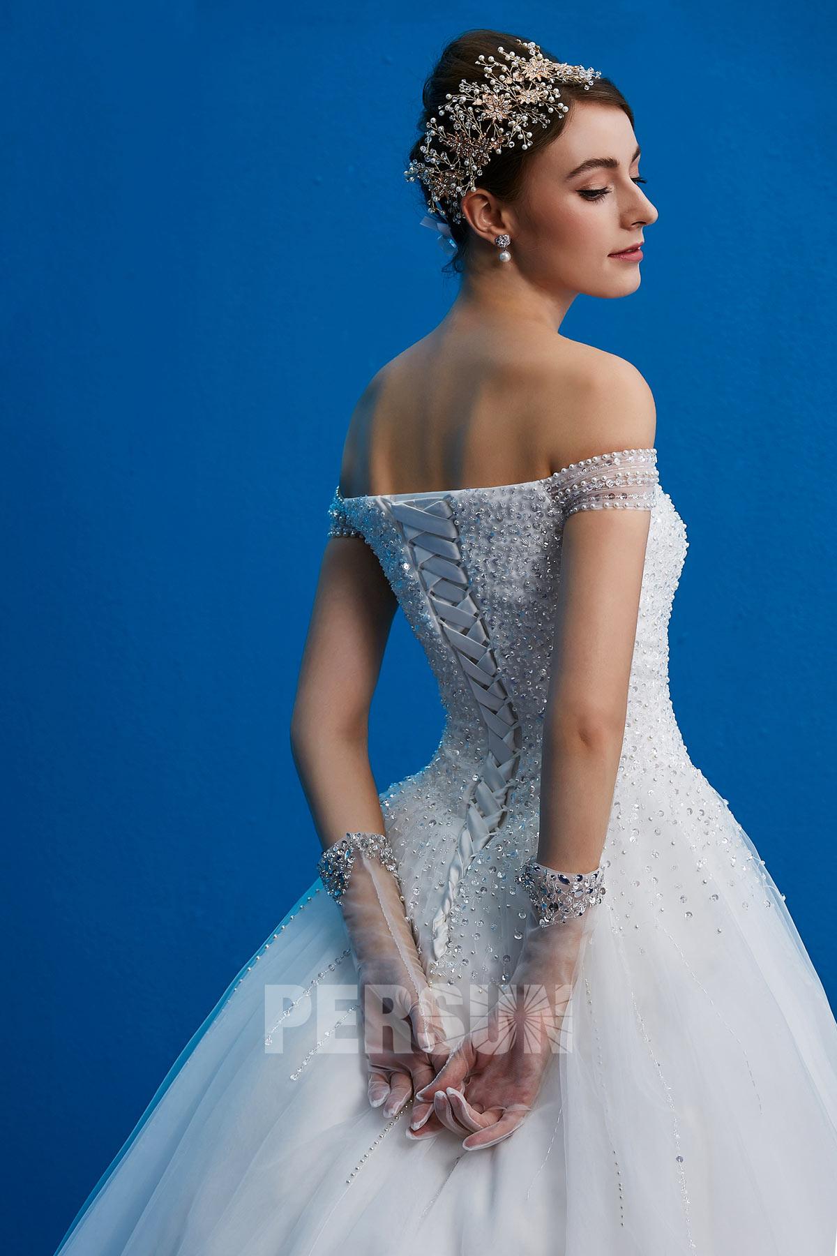robe de mariée princesse épaule nu embelli de perles et sequins