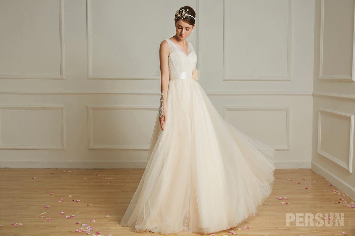 robe de mariée style bohème champagne col en V orné de fleur