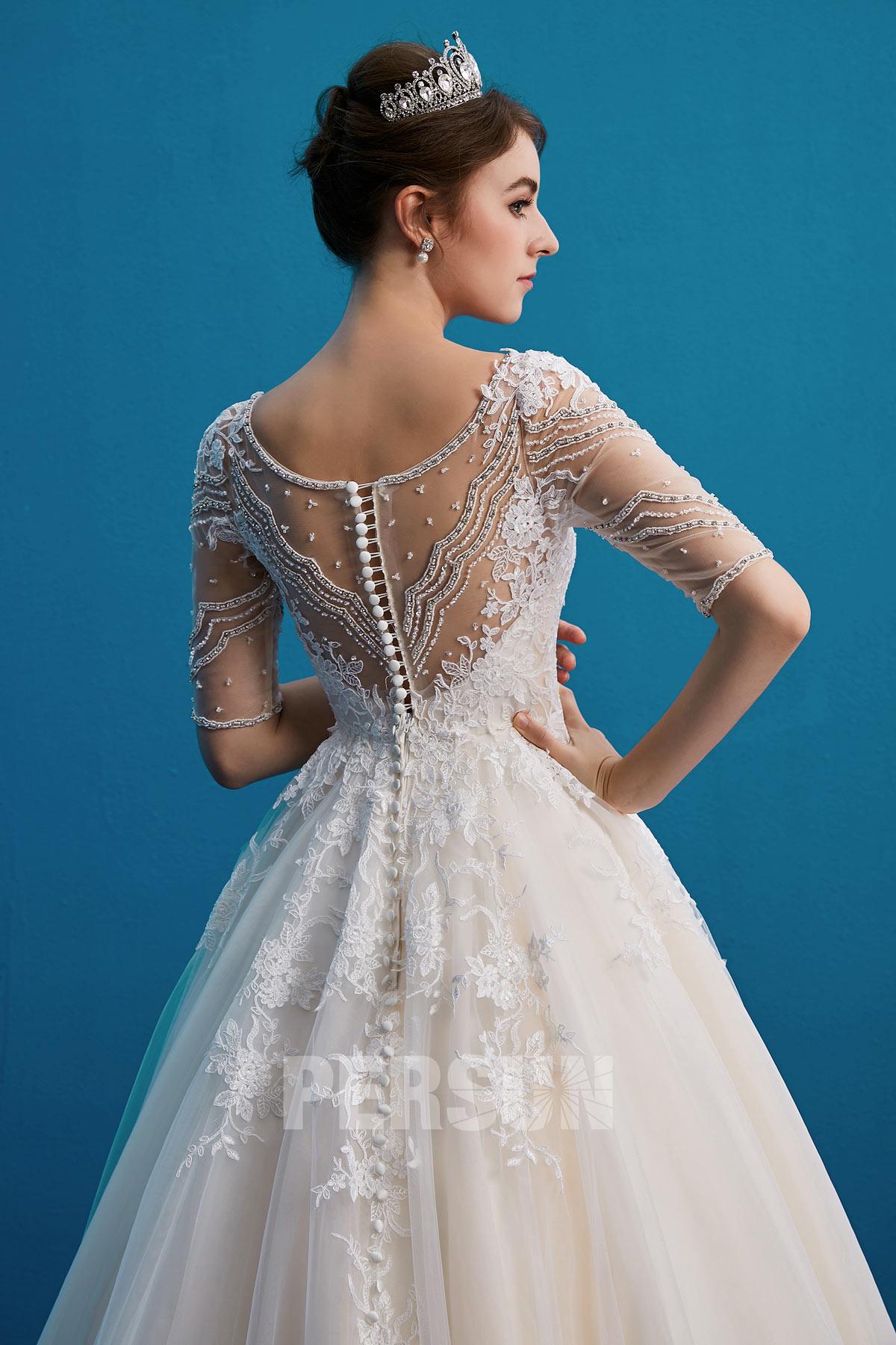 robe de mariée avec manches courte en dentelle appliquée en sequins