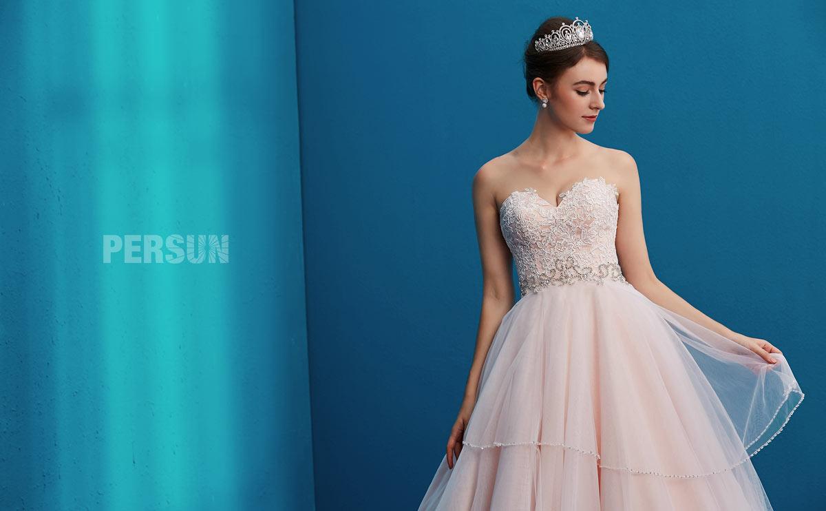 robe de mariée bustier coeur rose recouvert dentelle délicate
