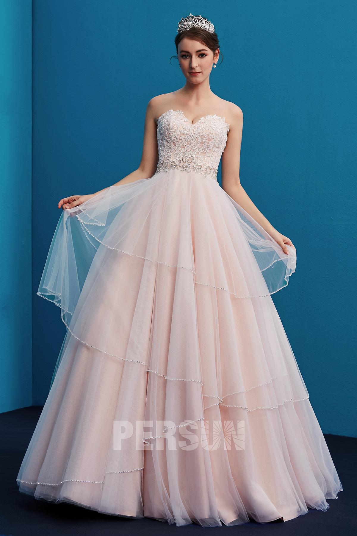 robe de mariée rose pâle bustier coeur en dentelle guipure jupe à volants