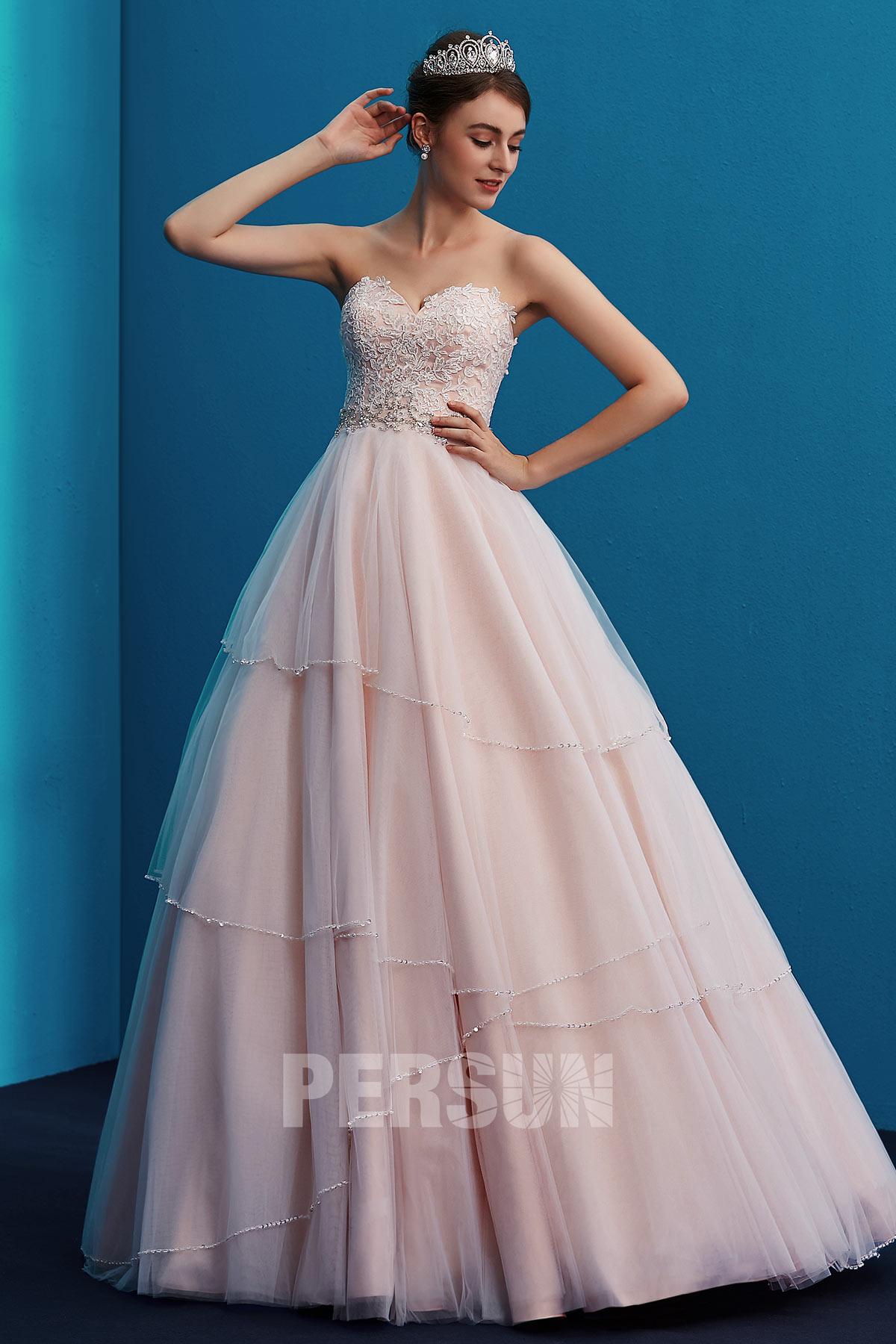 robe de mariée princesse rose pâle bustier coeur en dentelle appliquée jupe ornée de sequins